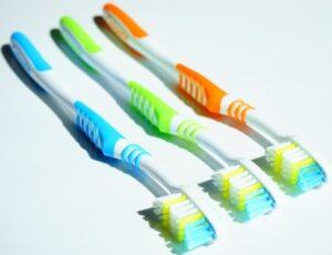 Use a toothbrush to clean the Bento box crevices where food can hide.